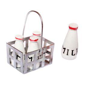 1/12 Dollhouse Möbel Mini Metall Milchkorb Mit 4pcs Holzflaschen Set