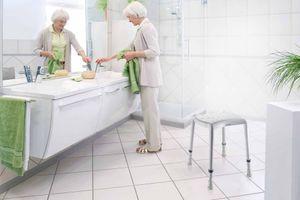 Aquatec Dot Duschhocker von Invacare, das neue Modell, höhenverstellbar, zwei Hygieneausschnitte, bis 135 kg