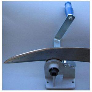 Sensendengelmaschine Klinge wird scharf und sauber dengelt