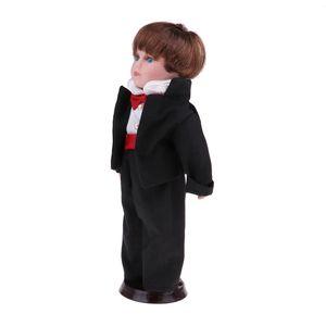 30cm Hübsche Porzellan  Puppe Stehende Figur Im Anzug
