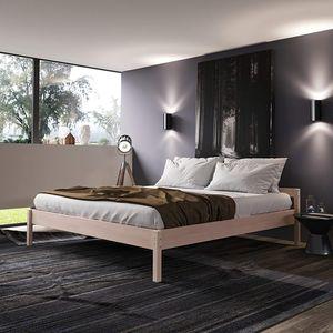 Holzbett 200x200 cm Kaja in Scandi Style aus hartem Birken Massivholz - über 700 kg Hypoallergen - Vollholz Doppelbett Bettgestell Ehebett - mit Kopfteil