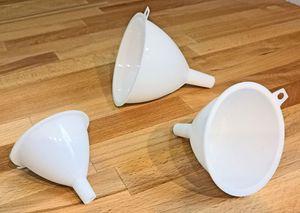 3 Stück Kunststoff Trichter Weiß Großer Mittelgroßer Kleiner Einfülltrichter Einfüllhilfe für Flüssigkeiten Öl Sand