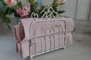 Charmanter nostalgischer Serviettenhalter ANTIQUE in weiß Shabby Chic