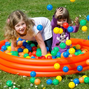 LittleTom 100 Bällebadbälle Ø 6cm Bälle-Set für Bällebad bunte Spielbälle Kinder-Bälle für Bällebad-Pool Plastikbälle Babybälle | 5 gemischte Farben Gelb Rot Blau Grün Orange | e Qualität
