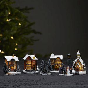 11er Set LED-Winterszene 'Birmingham' - 4 bunte Häuser, 2 Figuren, 1 Laterne, 4 Bäume