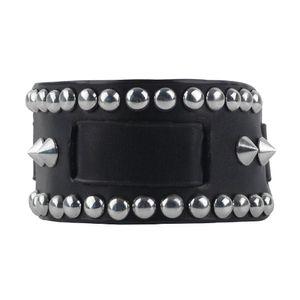 Spikes Armband