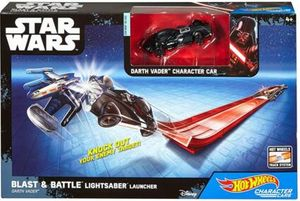 Hot Wheels – Star Wars – Blast & Battle Lightsaber Launcher – Darth Vader – Fahrzeug und Pullback-Rennstrecke