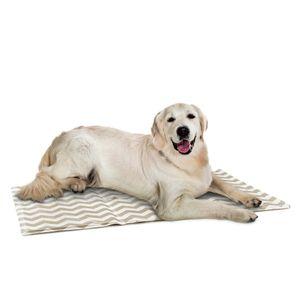 Navaris Kühlmatte Hunde Katzen Haustiere - Matte zur Regulierung der Körpertemperatur - Selbstkühlendes Kühlkissen Pad