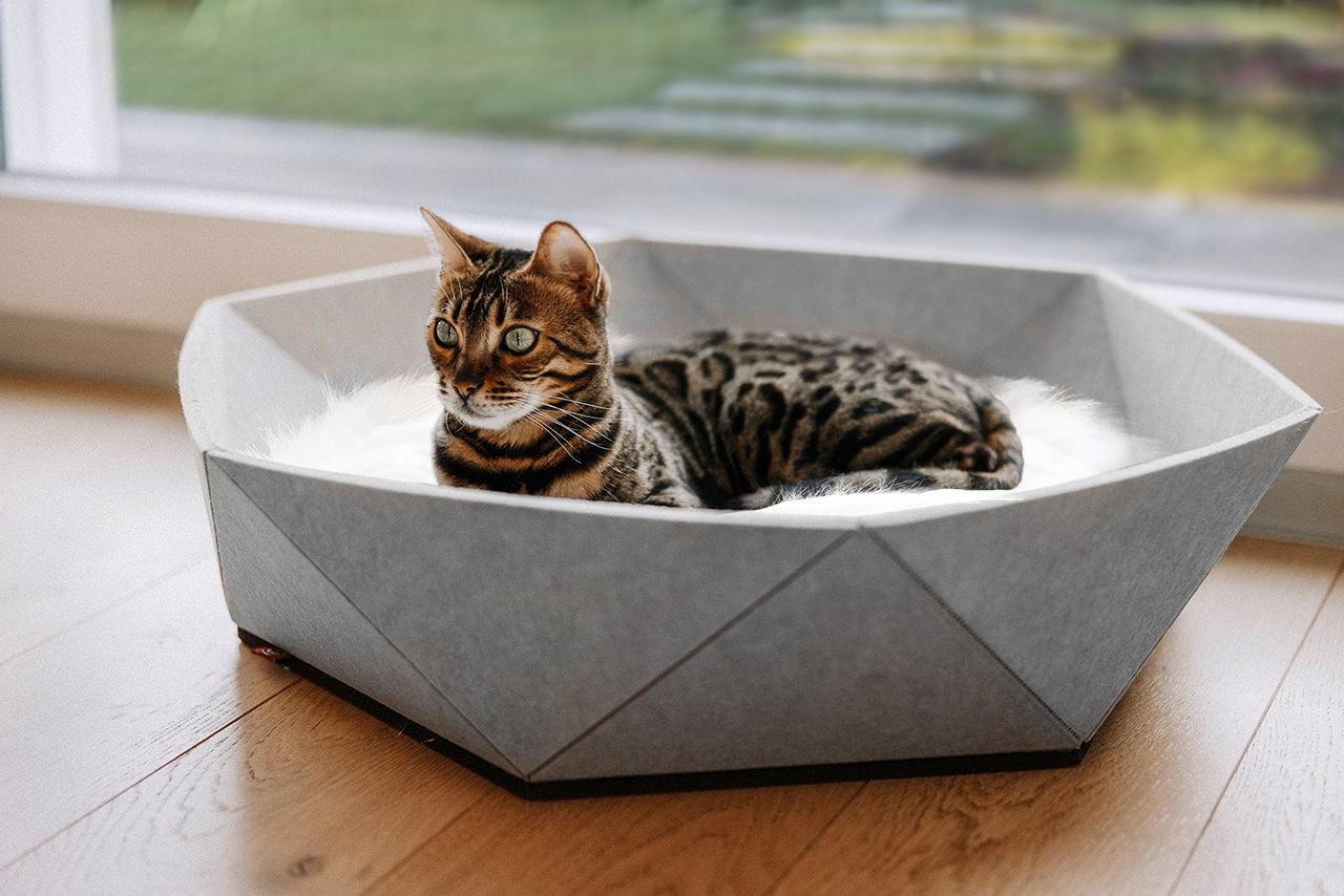 Katzenkorb Zoey aus Filz   hellgrau